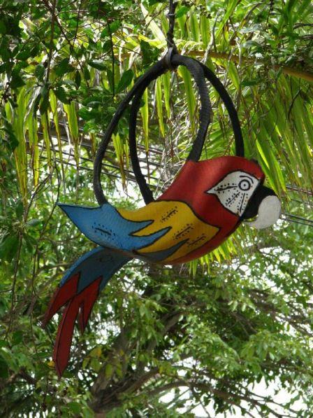 попугай из покрышки